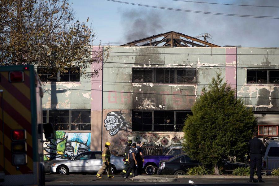 Incendie Meurtrier Dans L'entrepôt D'un Collectif D'artistes, À Oakland En Californie 10