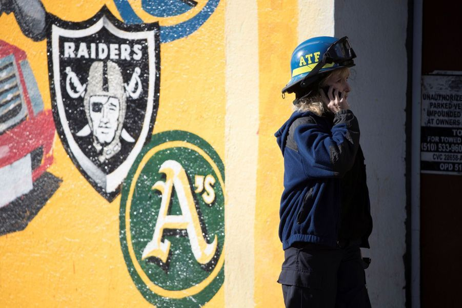 Incendie Meurtrier Dans L'entrepôt D'un Collectif D'artistes, À Oakland En Californie 14