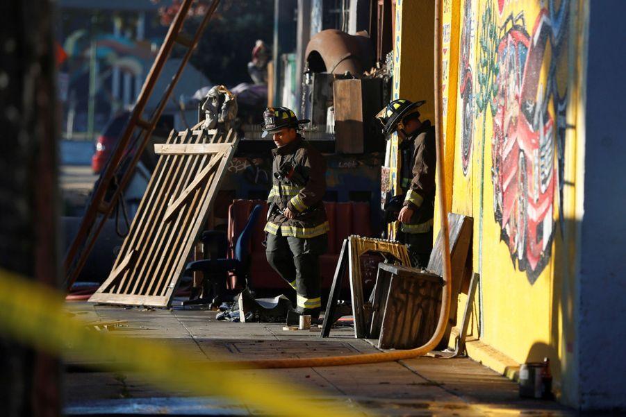Incendie Meurtrier Dans L'entrepôt D'un Collectif D'artistes, À Oakland En Californie 2