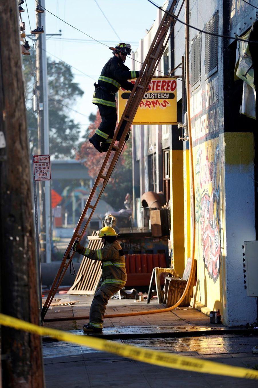 Incendie Meurtrier Dans L'entrepôt D'un Collectif D'artistes, À Oakland En Californie 3