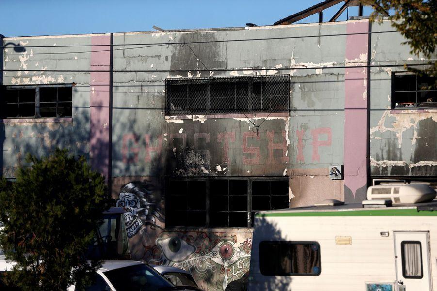 Incendie Meurtrier Dans L'entrepôt D'un Collectif D'artistes, À Oakland En Californie 4