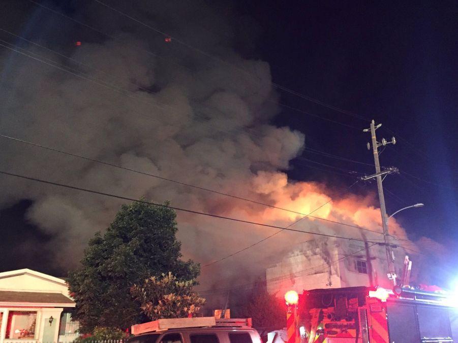 Incendie Meurtrier Dans L'entrepôt D'un Collectif D'artistes, À Oakland En Californie 7