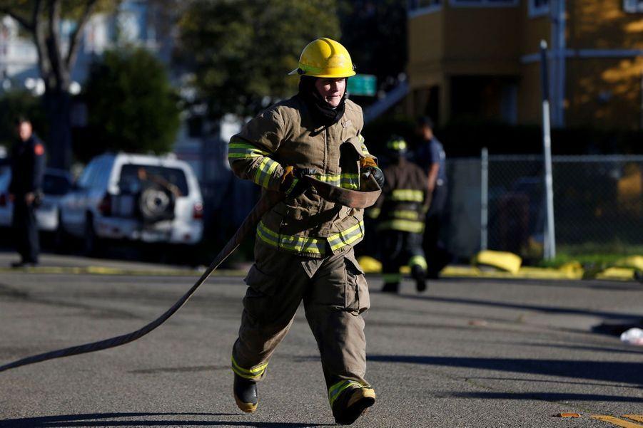 Incendie Meurtrier Dans L'entrepôt D'un Collectif D'artistes, À Oakland En Californie 8
