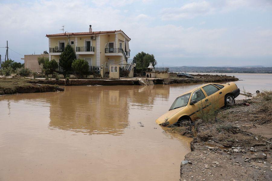 Un quartier inondé sur l'île d'Eubée en Grèce le 9 août 2020