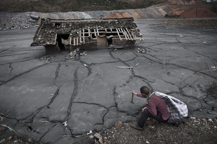 A Guiyang. La vase chargée de plomb et de zinc a noyé l'ancienne station de pompage.