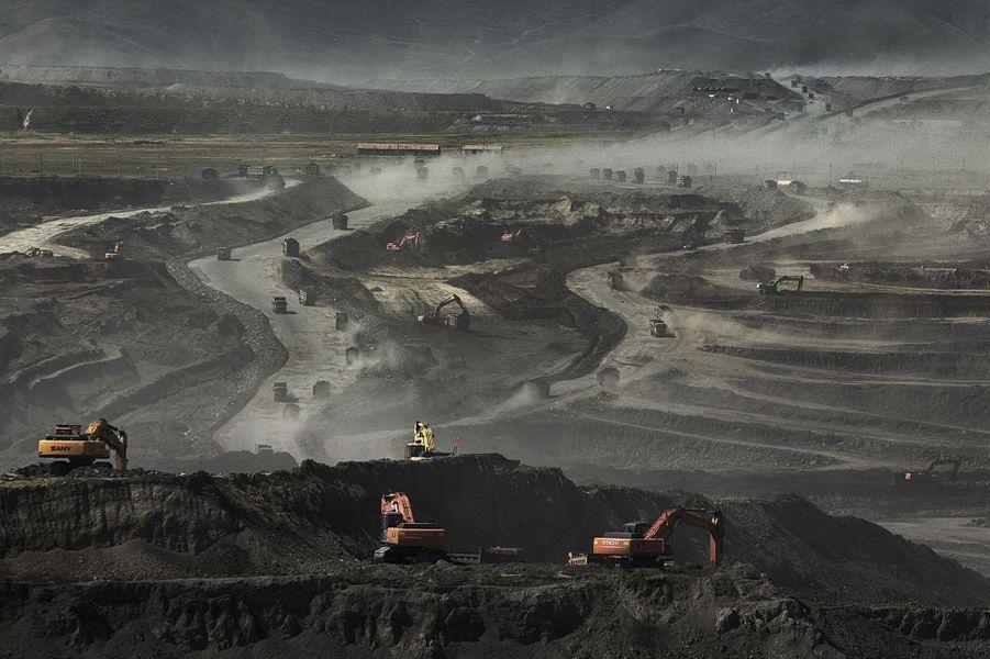 A Baiyinhua. Un paysage transformé en champ de cendres par les mines de charbon.