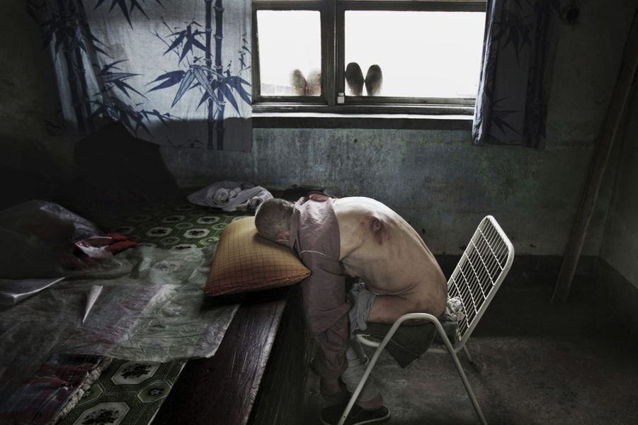 A Xiakang, le nombre de cancers a explosé. Wang, 64ans, malade, doit dormir assis. Il est mort peu de temps après le passage de Lu Guang en juillet 2005.