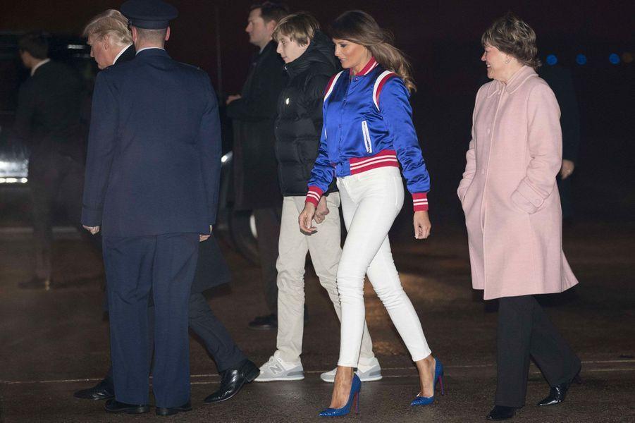 Donald, Barron et Melania Trump avant d'embarquer à bord d'Air Force One, le 4 février 2018.