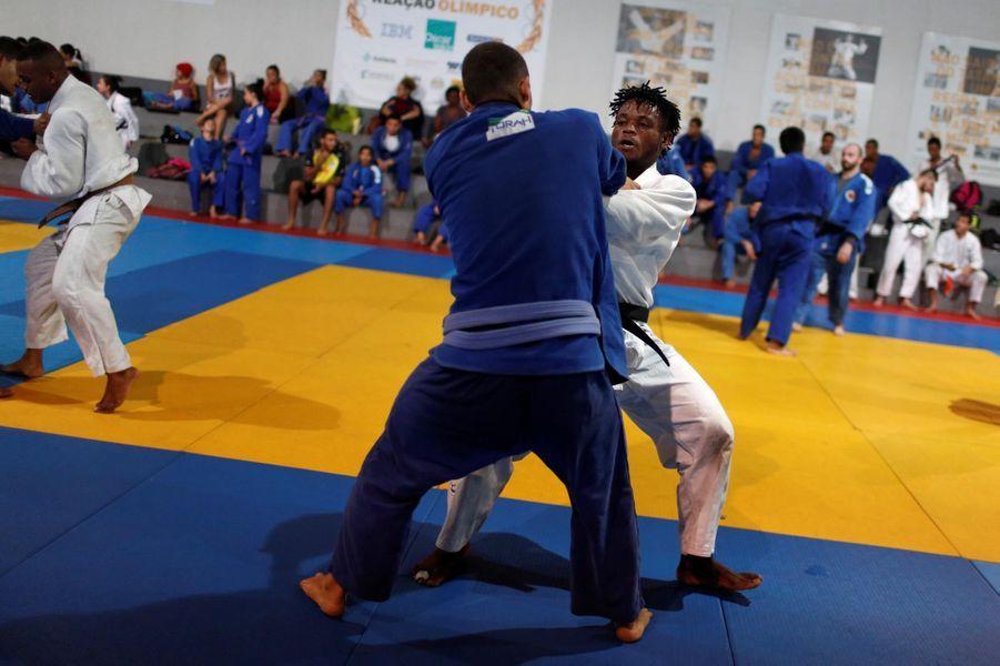 Popole Misenga à l'entraînement