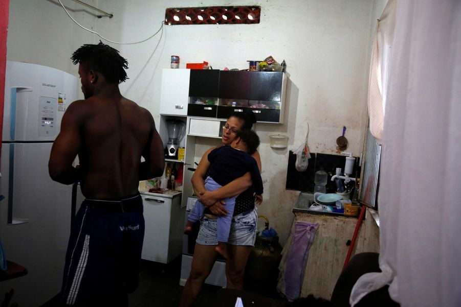 Popole Misenga avec sa femme Fabiana et leur fils Elias