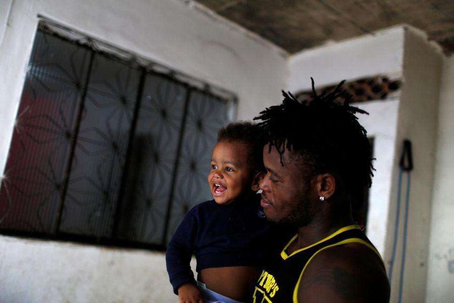 Popole Misenga avec son fils Elias