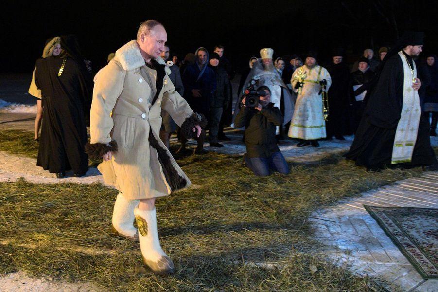 Vladimir Poutine sur les rives du lac Seliger, le 19 janvier 2018.