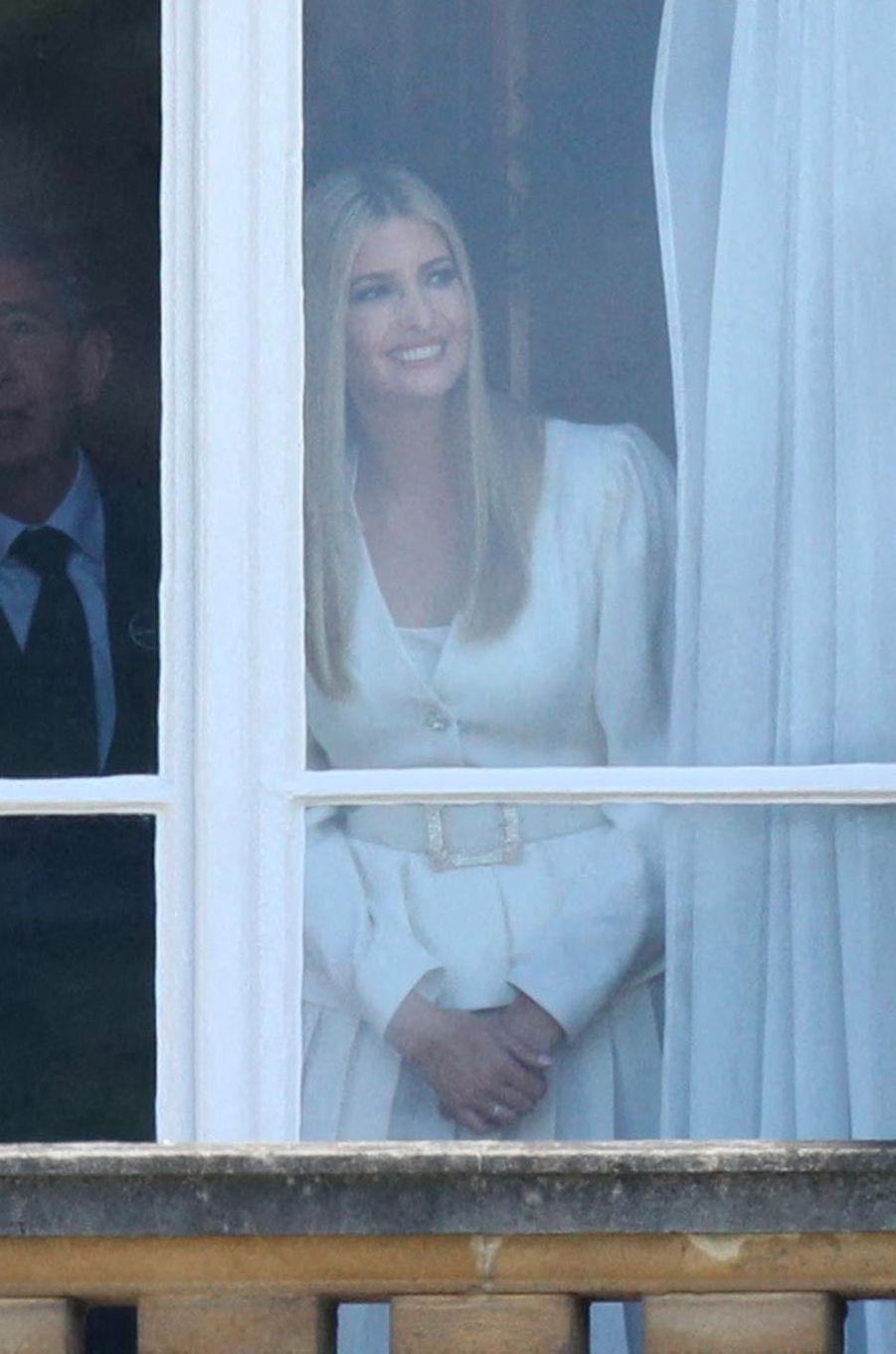 Ivanka Trump guettant l'arrivée de Donald et Melania Trump à Buckingham Palace, le 3 juin 2019.