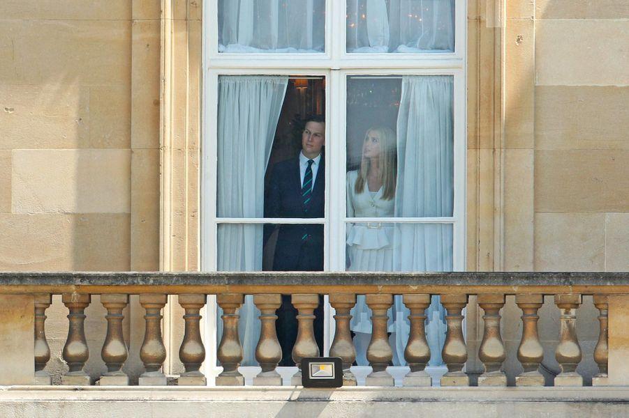 Jared Kushner et Ivanka Trump guettant l'arrivée de Donald et Melania Trump à Buckingham Palace, le 3 juin 2019.