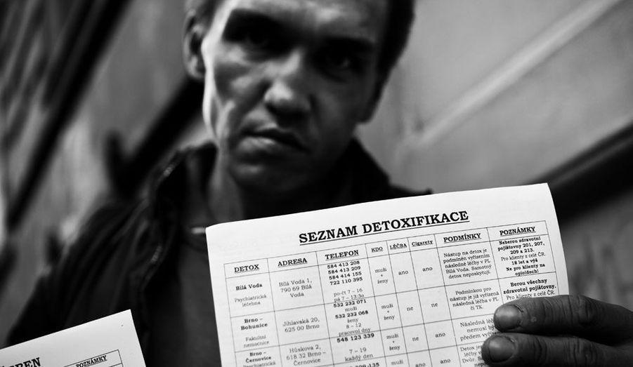 L'homme veut entrer en cure de désintoxication mais les centres sont surchargés.