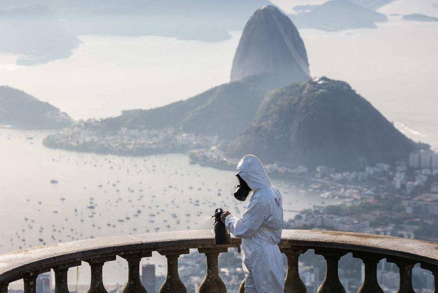 L'armée brésilienne envoyée pour nettoyer le Corcovado.