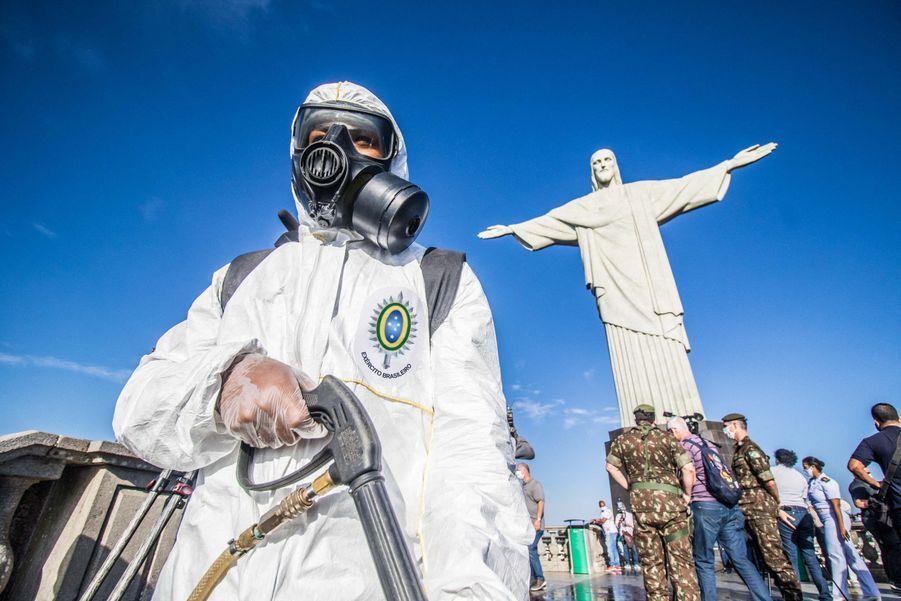 Alors que le Brésil est le deuxième pays au monde le plus touché par le coronavirus, la célèbre statue du Christ rédempteur rouvrira au public la semaine prochaine.