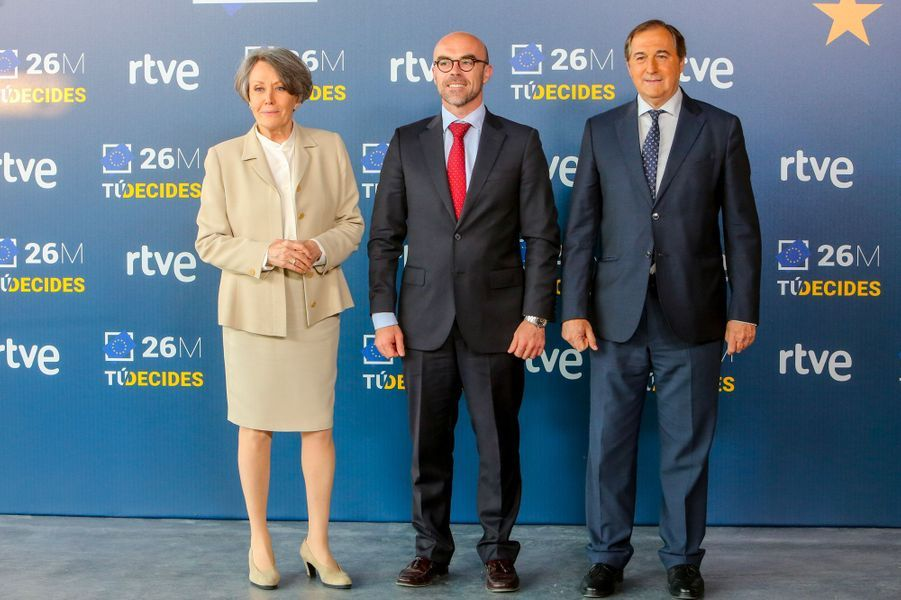 Jorge Buxadé (au centre), eurodéputé du parti espagnol Vox.