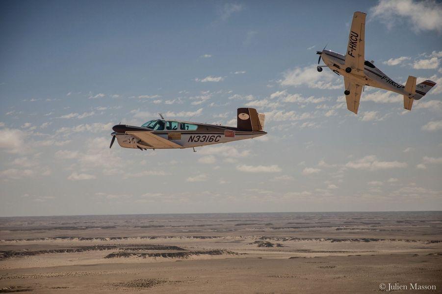 De Marrakech à Tarfaya, les aviateurs n'hésitent pas à tenter quelques acrobaties.