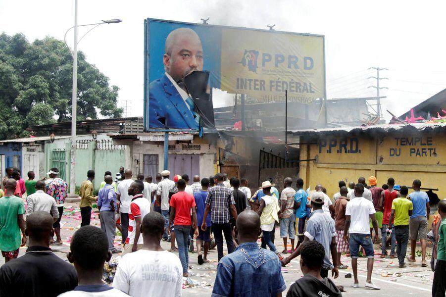 """""""Kabila dehors"""", scandent les manifestants qui réclament des élections démocratiques"""