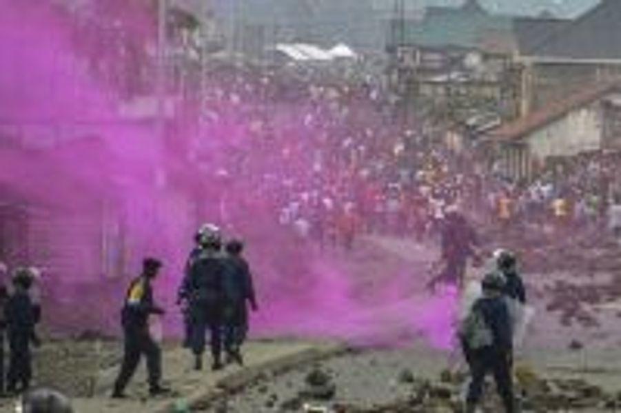 La police disperse les manifestants le 19 septembre 2016 dans les rues de Kinshasa