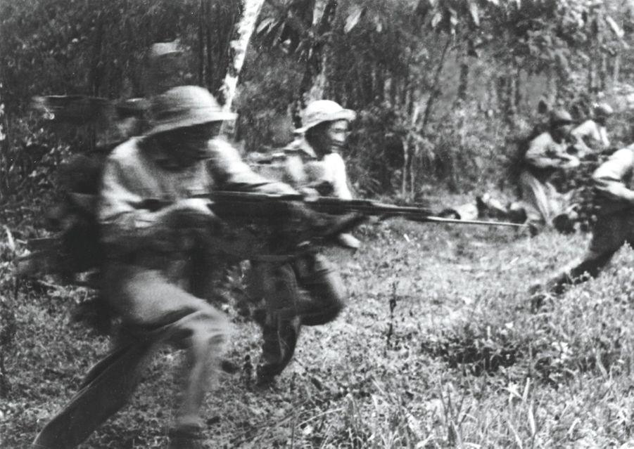 Janvier 1968, les Vietcongs sortent du bois. L'une des rares images côté communiste d'un conflit qui sera ultra-médiatisé.