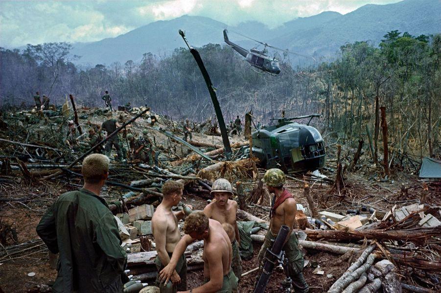 La jungle est devenue leur tombeau. En avril 1968, à A Shau, surnommée la Vallée de la mort, les Américains évacuent une de leurs bases.