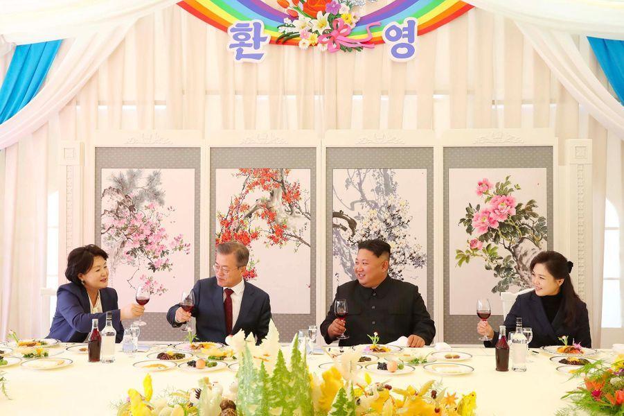 Ri Sol-ju, l'épouse de Kim Jong-un, était présente à ses côtés pendant la venue du président sud-coréen Moon Jae-in.