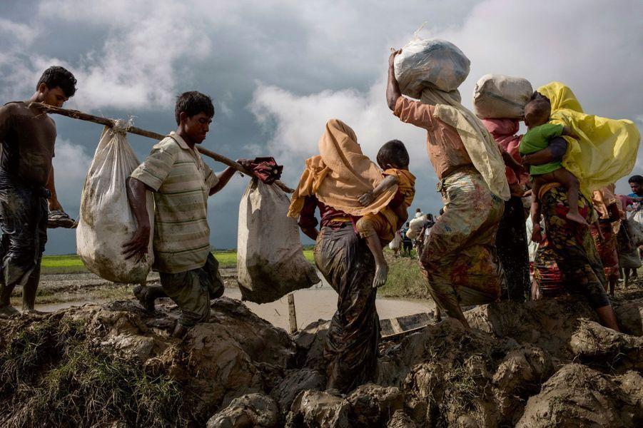 Les Rohingyas fuient la Birmanie.