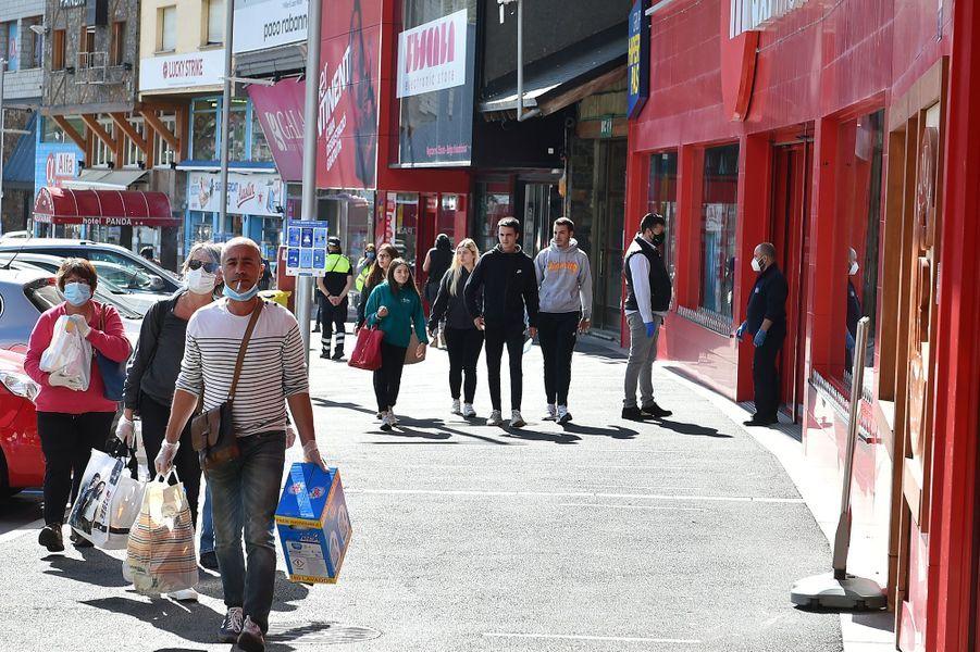 Ruée sur les produits détaxés lundi lors de l'ouverture des frontières de l'Andorre.