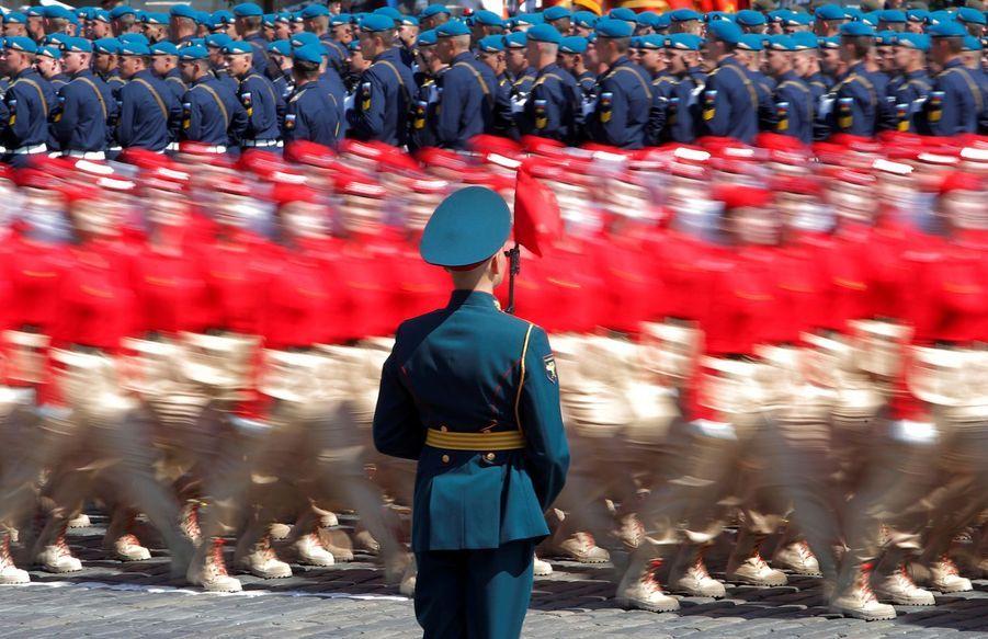 Un membre de l'armée des jeunes pendant la parade militaire, le 24 juin à Moscou