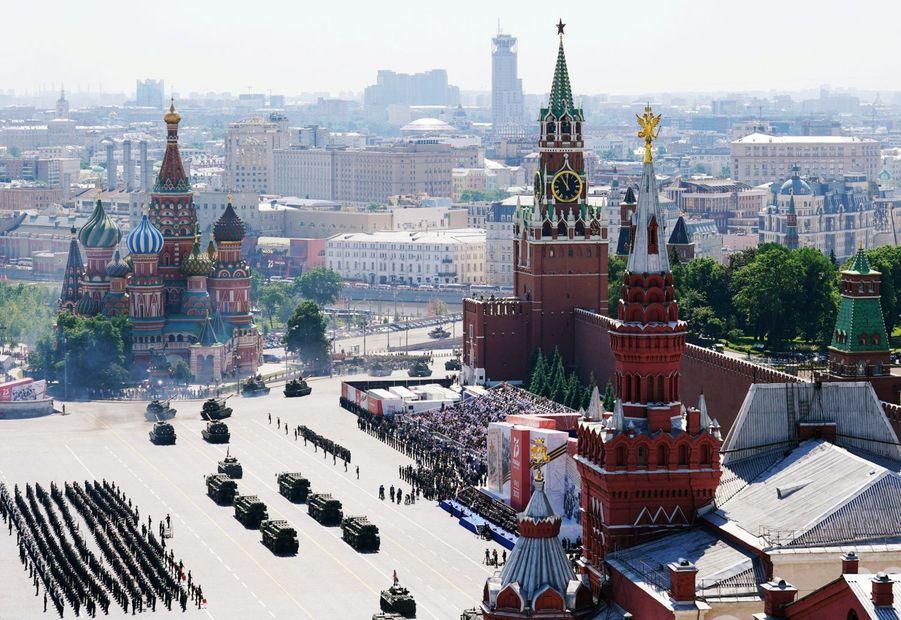 Vue aérienne de la place rouge à Moscou pendant la parade militaire le 24 juin.