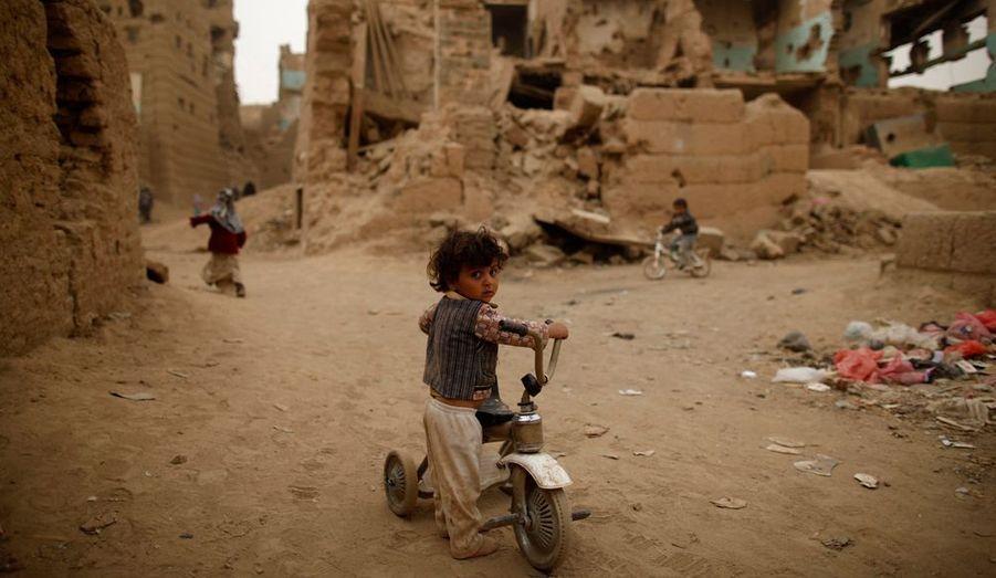 Selon les bilans fournis par les ONG, les combats ont fait plus de 10 000 morts de 2004 et 2010. Et laissé de nombreux enfants orphelins.