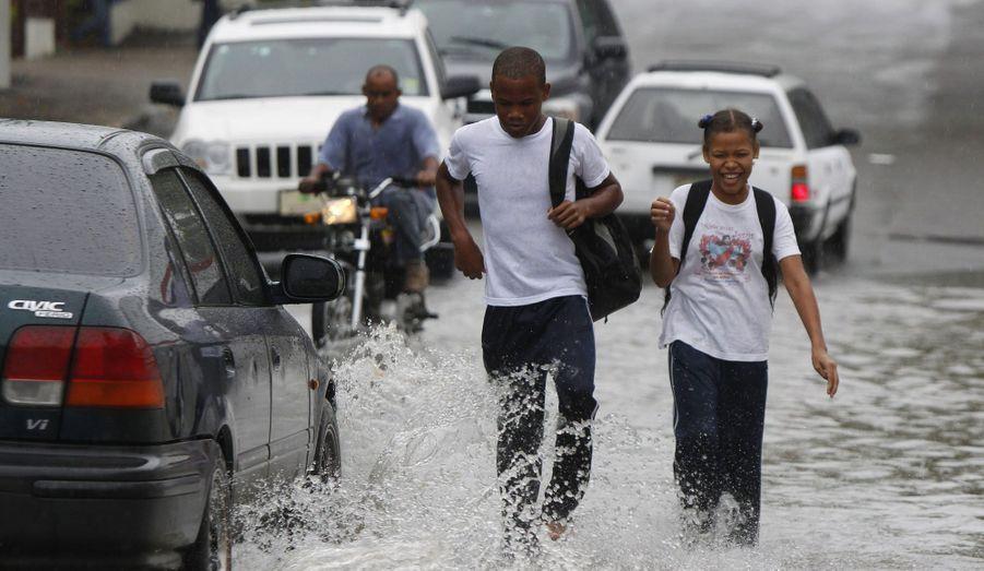 Les pieds dans l'eau à Saint-Domingue