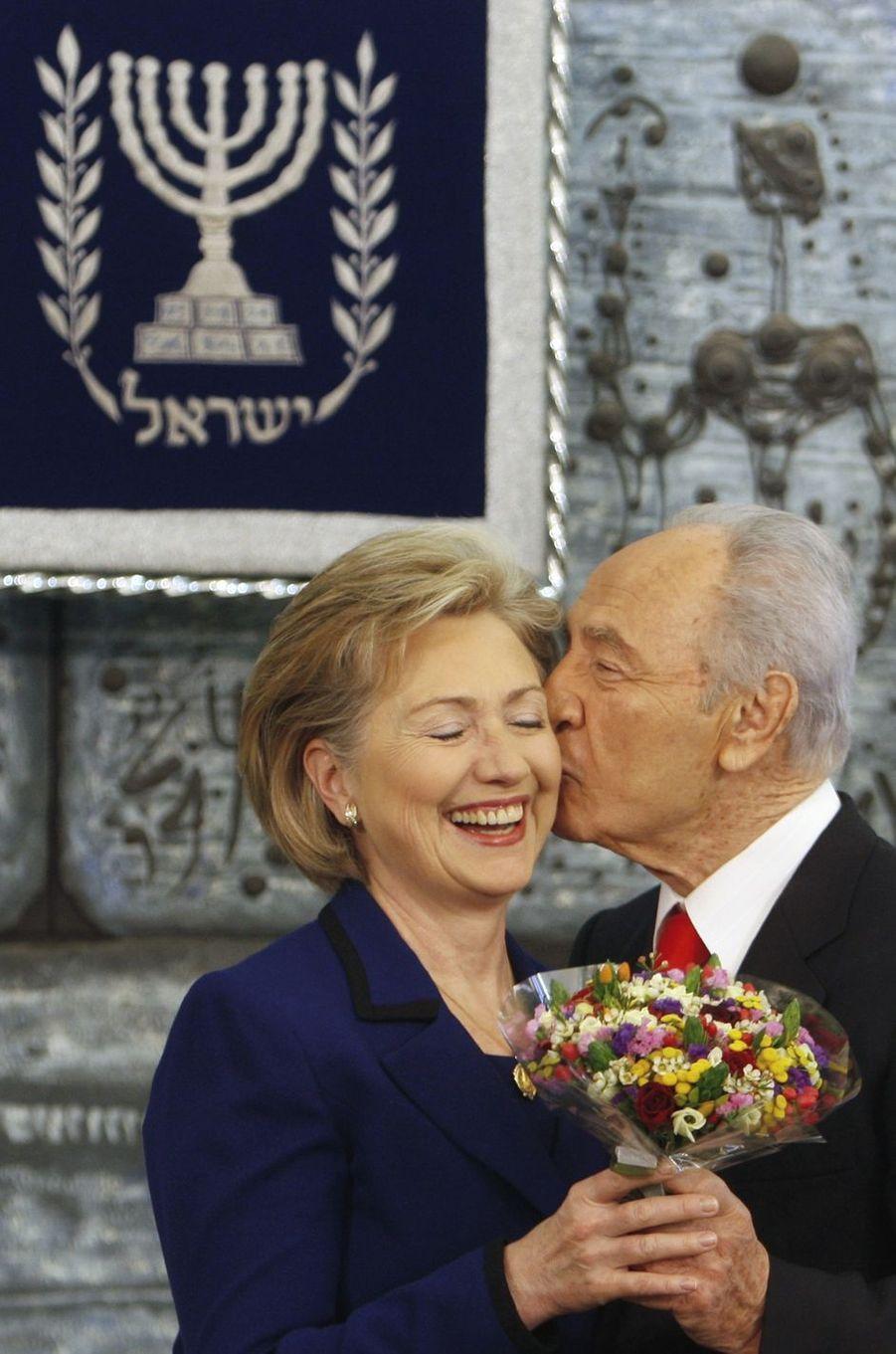 Hillary Clinton et Shimon Peres, en mars 2009.