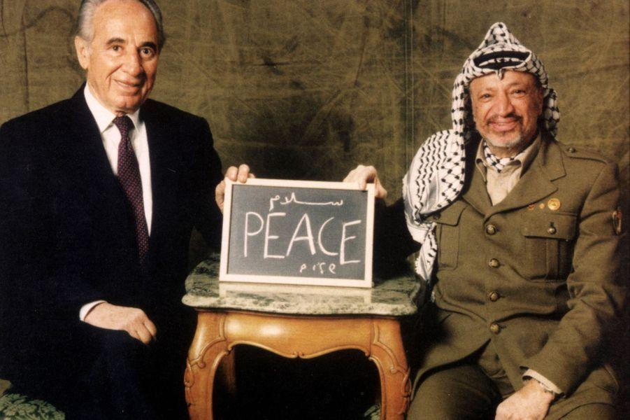 Shimon Peres et Yasser Arafat.