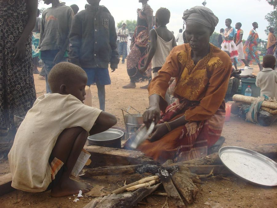 Des civils réfugiés dans le camp de Tomping à Juba