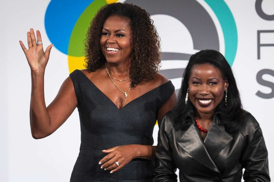 Michelle Obama et l'auteure Isabel Wilkerson à Chicago, le 29 octobre 2019.