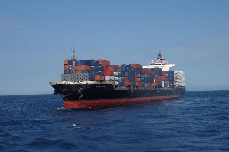 L'«ACX Crystal», lui, n'a été que peu endommagé. Aucun membre d'équipage du cargo immatriculé aux Philippines n'a été blessé.