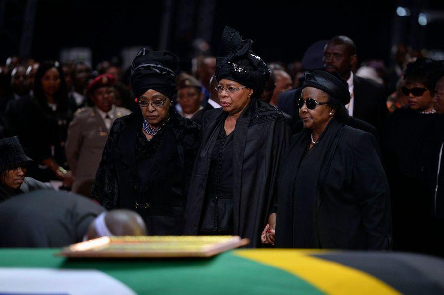 Winnie Mandela, l'ex-femme de Madiba, et sa veuve, Graca Machel, unies dans la douleur
