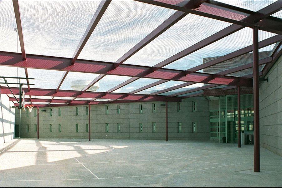 Une salle dite « de sport », utilisée solitairement par les rares détenus qui ont acquis ce privilège.