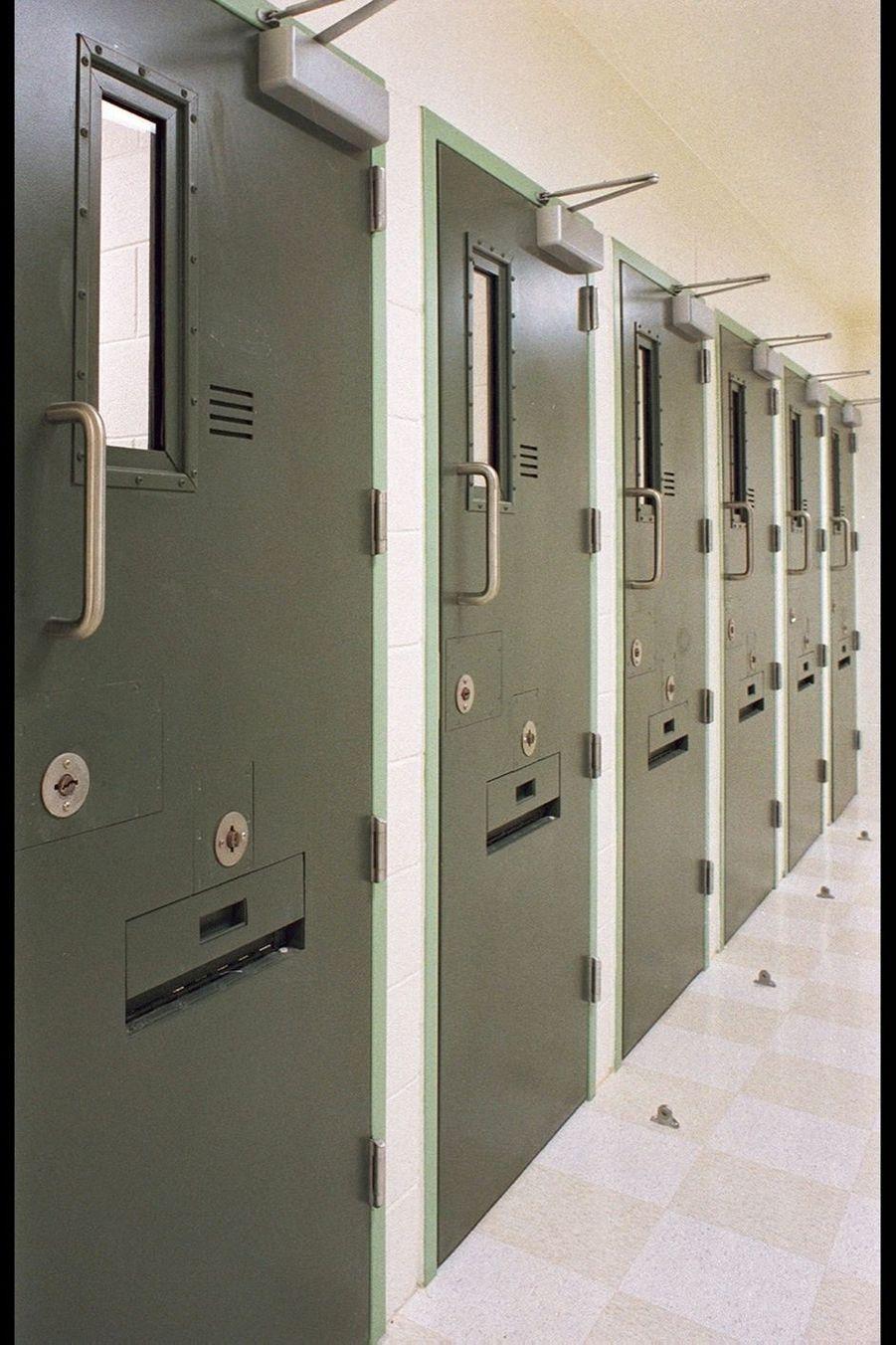 Les portes des cellules ne s'ouvrent qu'une heure par 24 heures. A n'importe quel moment, de jour comme de nuit