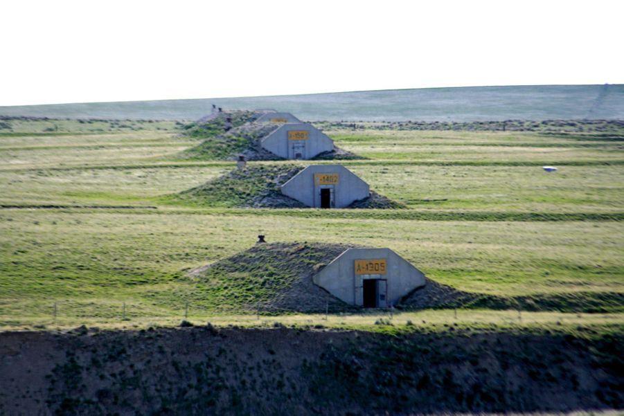 Baptisés « Vivos xPoint », les 575 bunkers construits par l'armée américaine dans le Dakota du Sud en 1942 résisteront à une explosion nucléaire. Chaque abri peut accueillir 20personnes, avec un an de vivres. Prix d'entrée : 25 000 dollars.