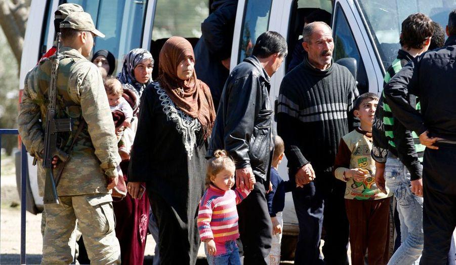 Dès leur arrivée, les réfugiés sont priés de s'identifier, comme ici à Gaziantep.