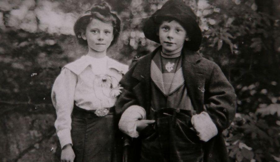 Selon la légende de la famille, Dan Marvin serait descendu du canot de sauvetage pour aller chercher un manteau chaud à sa femme, mais il aurait été incapable de revenir.