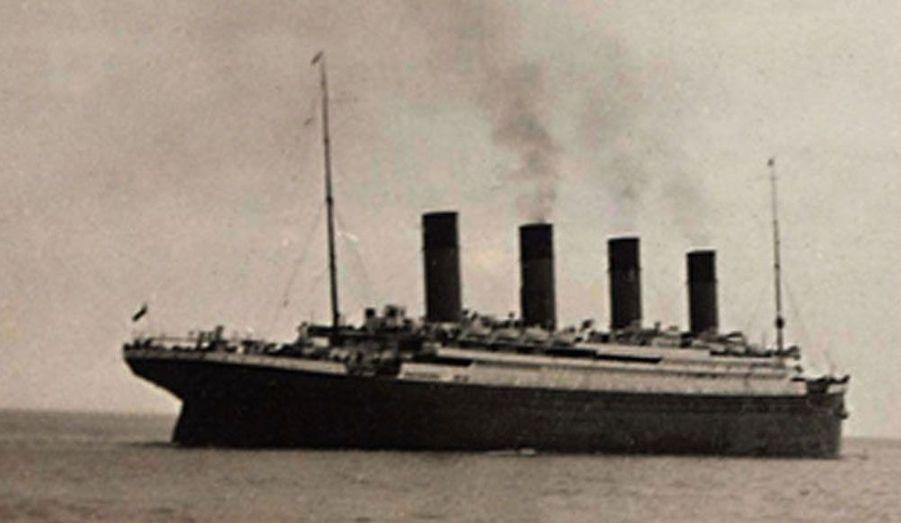 Dans la nuit du 14 au 15 avril 1912, le plus grand et le plus luxueux paquebot jamais construit au monde sombrait dans les eaux glacées de l'Atlantique-Nord, tuant près de 1500 passagers et hommes d'équipage. Découvrez les images exceptionnelles de ce bateau de légende et de ses voyageurs.