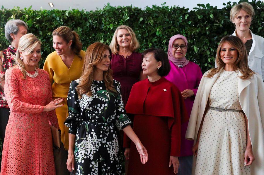 Melania Trump entourée des autres épouses de dirigeants du sommet du G20auMusée d'art latino-américain de Buenos Aires, le 1er décembre 2018.