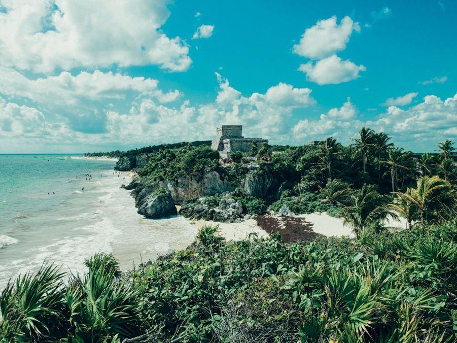 Dominé par ses ruines majestueuses, Tulum constitue la limite sud de la riviera maya.