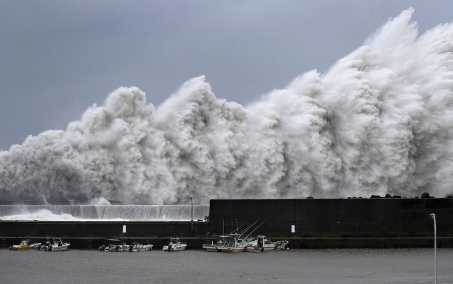 Les impressionnantes images du typhon Jebi à Aki, au Japon