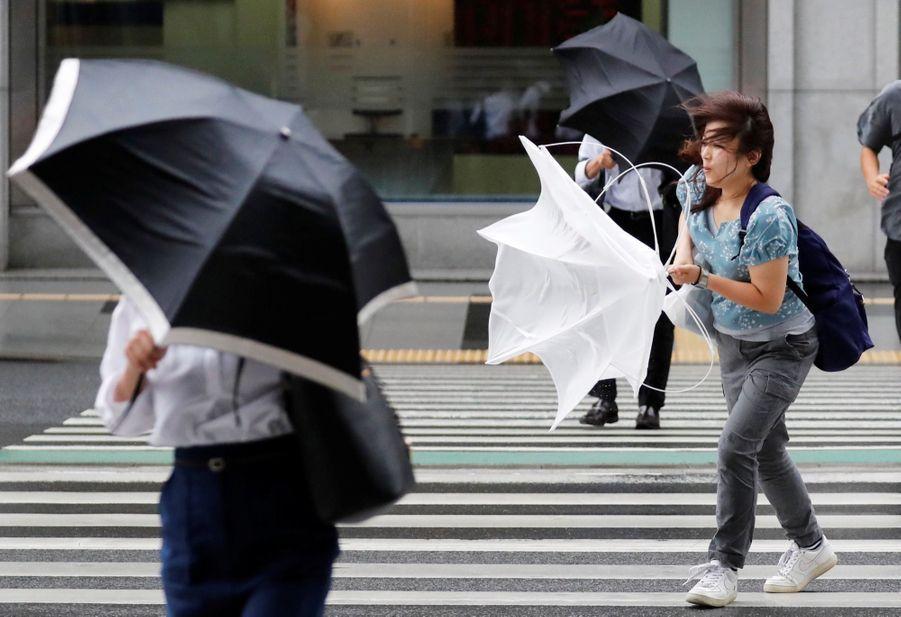 Les impressionnantes images du typhon Jebi à Tokyo, au Japon